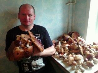 Инструктор Александр Терехов с грибами