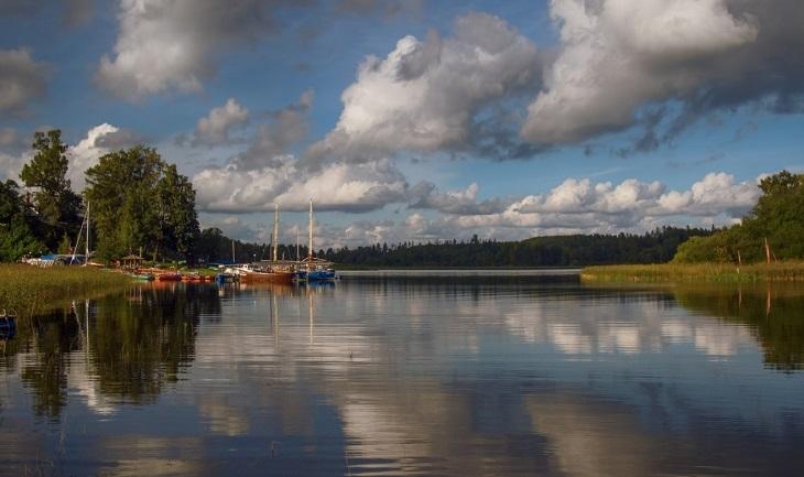 Ладожские шхеры: фото с воды на поселок Берёзово