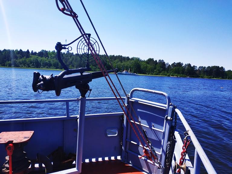 Военный катер Товарищ находится в шхерах Ладожского озера недалеко от поселка Берёзово